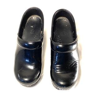 DANSKO Black Patent Leather Professional Clogs EUC